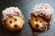 Another Czech Christmas cookie recipe: Jezky cookies (the untraditional way) / Recept na dalsi cukrovi: Jezci - Czechmatediary Best Holiday Cookies, Christmas Cookies, Fancy Cookies, Cupcake Cookies, Doodle Cake, Russian Pastries, Borscht Soup, Famous Drinks, Sour Cream Sauce