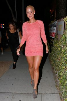 Hollywood Actress, recording artist, actress and socialite. Amber Rose ...Hmmm!! Yummy...