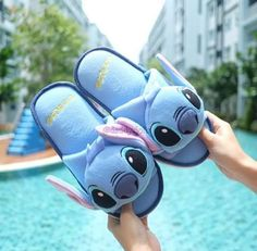 Image discovered by Shαrol Vℯrduzco. Find images and videos about girl, love and cute on We Heart It - the app to get lost in what you love. Stitch Toy, Cute Stitch, Estilo Converse, Lilo And Stitch Quotes, Cute Disney Outfits, Vintage Nike Sweatshirt, Stitch And Angel, Stitch Cartoon, Cute Disney Drawings