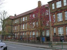 Former comedian Jonathan Ross attended Norlington School. Jonathan Ross, Comedians, Multi Story Building, London, School, London England
