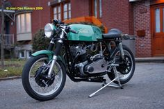 This is one cool looking Norton Cafe, - it has all the right pieces very nicely put together.