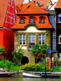 Germany- This is a small house in the City of Bamberg / Upper Franconia / (Northern) Bavaria. It is part of a row of old houses by the river Regnitz called Little Venice. The whole historic city centre of Bamberg is part of the UNESCO world heritage. Places Around The World, Oh The Places You'll Go, Around The Worlds, Interesting Buildings, Beautiful Buildings, Unusual Buildings, Beautiful World, Beautiful Places, Wonderful Places