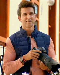 Bollywood Actors, Bollywood Celebrities, Hrithik Roshan Hairstyle, Good People, Amazing People, Indian Star, Star Images, Stylish Boys, Most Handsome Men
