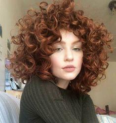peinados para cabello rizado 40 erstaunlichsten lockigen kurzen Frisuren fr Frauen im Jahr 2019 zu versuchen Curly Hair Styles, Curly Hair With Bangs, Short Curly Hair, Wavy Hair, Her Hair, Curly Mohawk, Medium Curly, Cute Curly Hair, Girls With Curly Hair