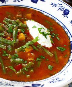 Ciorba ardeleneasca de fasole verde | Laura Laurențiu Romanian Food, Thai Red Curry, Food And Drink, Cooking Recipes, Meals, Ethnic Recipes, Romanian Recipes, Soups, Green
