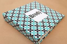Baby Book - Teal and Dark Navy Lattice (80 designed journaling pages & personalization included with every album) par 2giggles sur Etsy https://www.etsy.com/fr/listing/221505074/baby-book-teal-and-dark-navy-lattice-80