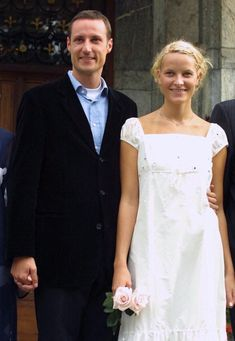 Crown Prince Haakon and Mette-Marit Tjessem Høiby; photocall at Skaugum before a private party for friends and young royals as part of the pre-wedding celebrations, August 23rd 2001; wedding of Crown Prince Haakon of Norway and ms. Mette-Marit Tjessem Høiby, August 25th 2001