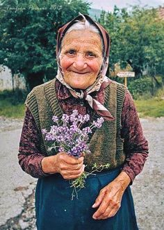 Photography women smile 64 new Ideas Beautiful Smile, Beautiful People, Old Faces, Ageless Beauty, Interesting Faces, Happy People, People Around The World, Belle Photo, Old Women