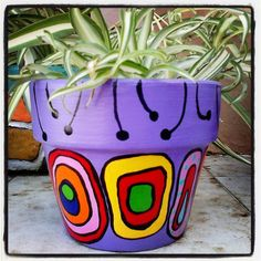 Macetitas pintadas a mano estilo Kandinsky - Flower Pot Art, Flower Pot Design, Flower Pot Crafts, Clay Pot Crafts, Ceramic Pots, Terracotta Pots, Clay Pots, Painted Plant Pots, Painted Flower Pots