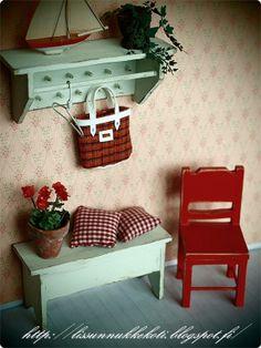 Lissun nukkekoti, Lissu's dollhouse Miniature Houses, Miniature Dolls, Dollhouse Furniture, Home Furniture, Fairy Garden Houses, Tiny World, Mini Things, Miniture Things, Little Houses