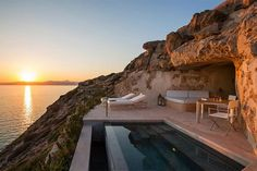 Cap Rocat - Mallorca, Spain Unique hotel room in the cliff overlooking the sunset of the day with private pool on the terrace Best Boutique Hotels, Best Hotels, Bangkok, Hotel Am Strand, Hotel Et Spa, Hotel Lounge, Hotel Pool, Hotel Suites, Small Luxury Hotels