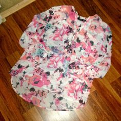 Apt.9 Floral Print Blouse Apt.9 Floral Print Blouse. Worn only twice and in excellent condition! No flaws! Perfect for spring! True to size! Open to offers! Apt. 9 Tops Blouses