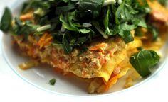 Una prelibatezza che dedichiamo ai vegetariani e a chi ama mangiare in modo sano: lasagne con salsa di carote e ricotta con rucola fresca.