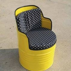 Used oil barrels only upsurge landfills, after serving their purpose in industries. With increasing metal scrap, even environmental hazards are rising Drum Seat, Drum Chair, Oil Barrel, Metal Barrel, Barrel Furniture, Barrel Chair, Recycled Furniture, Cool Furniture, Barrel Projects