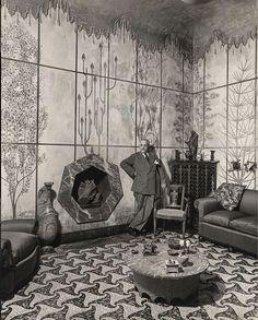 Casa Piero Portaluppi, Milano  La Sala Verde, il locale più famoso e caratteristico dell'abitazione di Portaluppi, con il soffitto affrescato, il pavimento a mosaico e il caminetto ettagonale.  La Fondazione Portaluppi / DesimoneWayland
