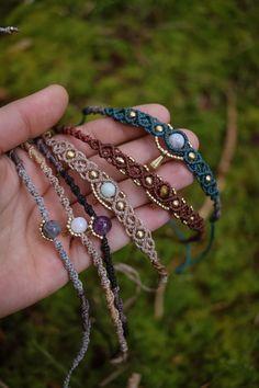 Macrame Jewelry Tutorial, Macrame Bracelet Patterns, Macrame Necklace, Macrame Patterns, Macrame Bracelets, Handmade Bracelets, Crystal Necklace, Hemp Jewelry, Cute Jewelry