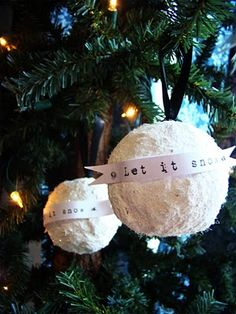 Another great Under the Table ornament - cute! Under The Table and Dreaming: Vintage Glitter Snowball Ornaments by Taylor at MaryJanes & Galoshes {Ornament Homemade Ornaments, Christmas Ornaments To Make, Simple Christmas, Handmade Christmas, Holiday Crafts, Christmas Crafts, Christmas Bulbs, Christmas Decorations, Christmas Ideas