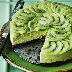 A vegan cheesecake with lime, avocado, and kiwi - indulgent health food at its best. Avocado Dessert, Avocado Cheesecake, Lime Cheesecake, Cheesecake Recipes, Dessert Recipes, Vegan Cheesecake, Ultimate Cheesecake, Avocado Cake, Kiwi