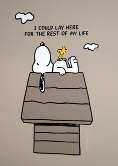 Wandschildering van Snoopy rustend op zijn hondenhok on Lizart  http://lizart.be/social-gallery/wandschildering-snoopy