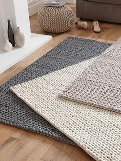 Crochet Diy, Best Carpet Cleaning Solution, Tapetes Diy, Braided Rag Rugs, Rag Rug Tutorial, Knit Rug, Crochet Carpet, Macrame Patterns, Rug Making