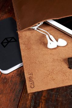 """This brown iPad case has a soft hand touch inside that will protect your iPad from scratches, and will fit perfectly to iPad Pro 9.7"""", Pro 10.5"""" and Pro 12.9"""". Shop Here this handmade leather sleeve."""