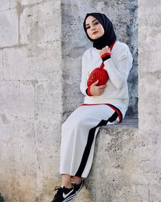 Fitness Clothing Sports Wear Women Two Pcs Yoga Suit Hijab Casual, Hijab Style, Hijab Outfit, Hijab Chic, Abaya Fashion, Muslim Fashion, Fashion Outfits, Womens Fashion, Jogging