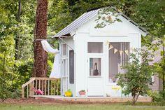 cabane de jardin pour enfant, une maisonnette blanche