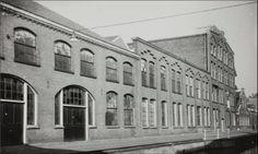 Conservenfabriek van Tieleman & Dros aan de Middelstegracht (1956). Het hoge deel en de laagbouw rechts vielen onder de slopershamer vanwege de aanleg van de Ir. Driessenstraat en een parkeerterrein. Later werd op die plek de parkeergarage 'Haarlemmerstraat' opgetrokken.