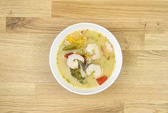 Sopa de curry verde y langostinos