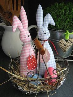 Easter Decorations DIY - Picture Ideas - Part 2 Easter Arts And Crafts, Easter Projects, Bunny Crafts, Spring Crafts, Holiday Crafts, Craft Projects, Diy Crafts, Small Sewing Projects, Easter Parade