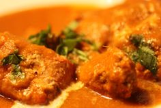 Butter chicken, the celebrity among the indian dishes, is an all time fav . Indian Food Recipes, Asian Recipes, Ethnic Recipes, Main Course Dishes, Indian Butter Chicken, Chicken Eggs, Best Dishes, Indian Dishes, Main Meals