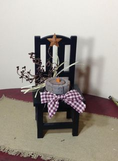 (SOLD) Adorable lil' Primitive Chair w/ Tealight, pips & homespun tie $10