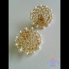 Zarcillos tejidos en Punto Peruano con mini Perlas Tatting Jewelry, Wire Jewelry, Beaded Jewelry, Handmade Jewelry, Wire Wrapped Earrings, Wire Earrings, Wire Wrapped Pendant, Wire Crochet, Earring Tutorial