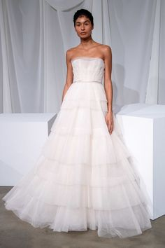 Amsale Bridal Fall 2020 Collection - Vogue The complete Amsale Bridal Fall 2020 fashion show now on Vogue Runway. Wedding Dress Styles, Bridal Dresses, Wedding Gowns, Bridesmaid Dresses, Amsale Bridal, Minimalist Gown, Senior Prom Dresses, Bridal Fashion Week, Beautiful Gowns