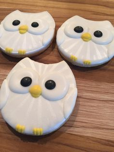 halloween cookies decorated Home Owl Sugar Cookies, Iced Cookies, Cute Cookies, Halloween Cookies Decorated, Iced Biscuits, Cookie House, Baby Shower Desserts, Cookie Designs, Cookie Decorating