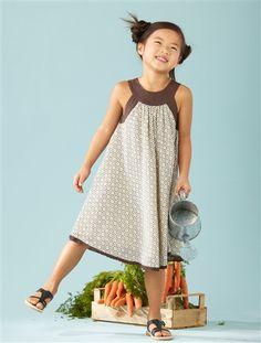 Vertbaudet Mädchen Kleid (Dress). Zauberhaftes Kleid für Mädchen mit schönem, zartem Muster und hübscher Bordüre am Saum. Ideal für den Strand!