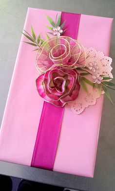 Gift wrapping - Use prettypink ribbon roses, doily heart to embellish a romantic gift box #giftwrapping #pink #emballagecadeau