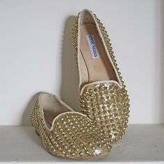 CUADRADO ´S CLOSET STEVE MADDEN STUDDLY STUDDED FLAT LOAFERS IN GOLD Loafer Flats, Espadrilles, Loafers, Steve Madden, Studded Flats, Gold, Shoes, Closet, Fashion