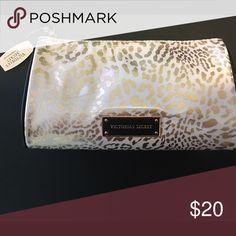 Victoria Secret make up bag Victoria Secret Leopard print make up bag Victoria's Secret Bags Cosmetic Bags & Cases
