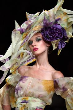 Floral hat with purple flower - Valentino, Spring 2008 Couture