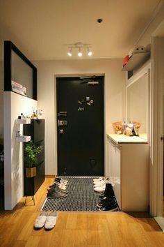 Condo Interior Design, Japanese Interior Design, Small Apartment Design, Small Room Design, Home Room Design, Studio Apartment Decorating, House Design, Small Apartment Interior, Japanese Apartment