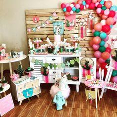 Festa LHAMAS!!!💖💕💖Especialmente para a Sophia!!! Obrigada Dani pela@confiança e oportunidade!!! Amei fazer esse Tema!!! #festalhama… One Year Birthday, Summer Birthday, Baby First Birthday, First Birthday Parties, Birthday Party Themes, First Birthdays, Llama Birthday, Flamingo Birthday, Birthday Decorations