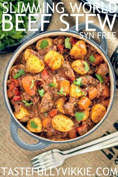 Every time I make this Syn Free Slimming World beef stew, it always amazes me! I… Every time I make this Syn Free Slimming World beef stew, it always amazes me! It's just so deliciously rich, filling and comforting! Slimming World Beef Casserole, Slimming World Beef Stew, Slimming World Beef Recipes, Slow Cooker Slimming World, Slimming World Dinners, Slimming Eats, Slimming World Meal Planner, Slimming World Free Foods, Healthy Slow Cooker