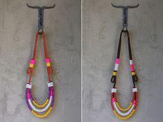 COLLARES con varias cuerdas de colores