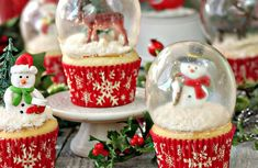 Ingenious baking idea: You can easily make these sweet snow globe cupcakes yourself! Geniale Back-Id Snow Globe Cupcakes, Cupcake Frosting, Baking Cupcakes, Gelatin, Snow Globes, Snacks, Canning, Sweet, Desserts
