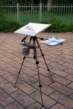 Lightweight plein air easel for watercolor painting. Includes step by step details of how it was constructed. An outdoor easel should be light and functional.