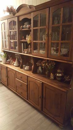 FINN – Stor beiset skjenk med lys gis bort China Cabinet, Storage, Free, Furniture, Home Decor, Beige, Purse Storage, Decoration Home, Chinese Cabinet
