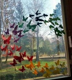 decoration ideas are the rich in the rainy season Classroom Window Decorations, Preschool Classroom Decor, School Decorations, Craft Activities For Kids, Crafts For Kids, Ideas Decoracion Salon, School Displays, Rainy Season, Window Art