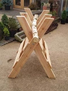 Traditional sawbuck for cutting logs to length from longer logs and limbs. Outdoor Projects, Pallet Projects, Garden Projects, Home Projects, Projects To Try, Palet Exterior, Woodworking Plans, Woodworking Projects, Log Saw