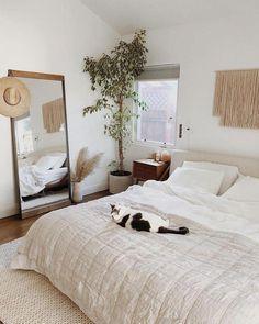 Nice 36 Top Minimalist Bedroom Decoration Ideas For Tiny Home Design. Decor Room, Home Decor Bedroom, Master Bedroom, Master Suite, Cozy Bedroom, Bedroom Wardrobe, Ikea Bedroom, White Bedroom, Bedroom Curtains